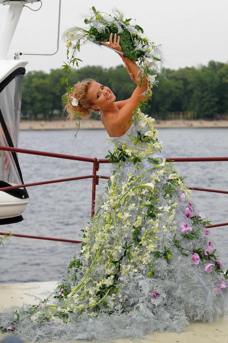 Картинки свадебное платье из цветов, днем