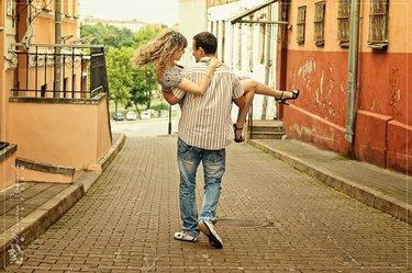 уличное фото влюбленные