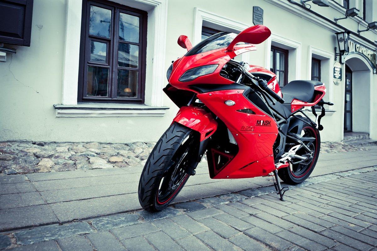 Картинка красного мотоцикла
