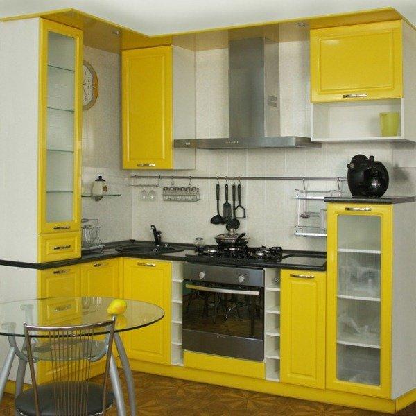 мебель в маленькой кухне пахнут экскременты