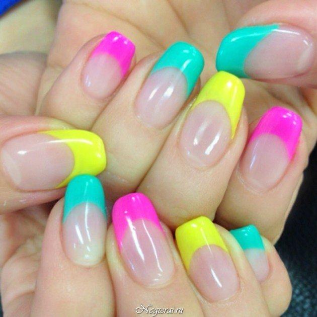 Яркие разноцветные кончики ногтей