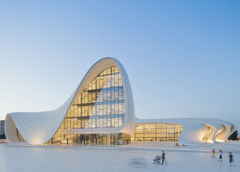 Центр Гейдара Алиева в Баку. Архитектор - Заха Хадид