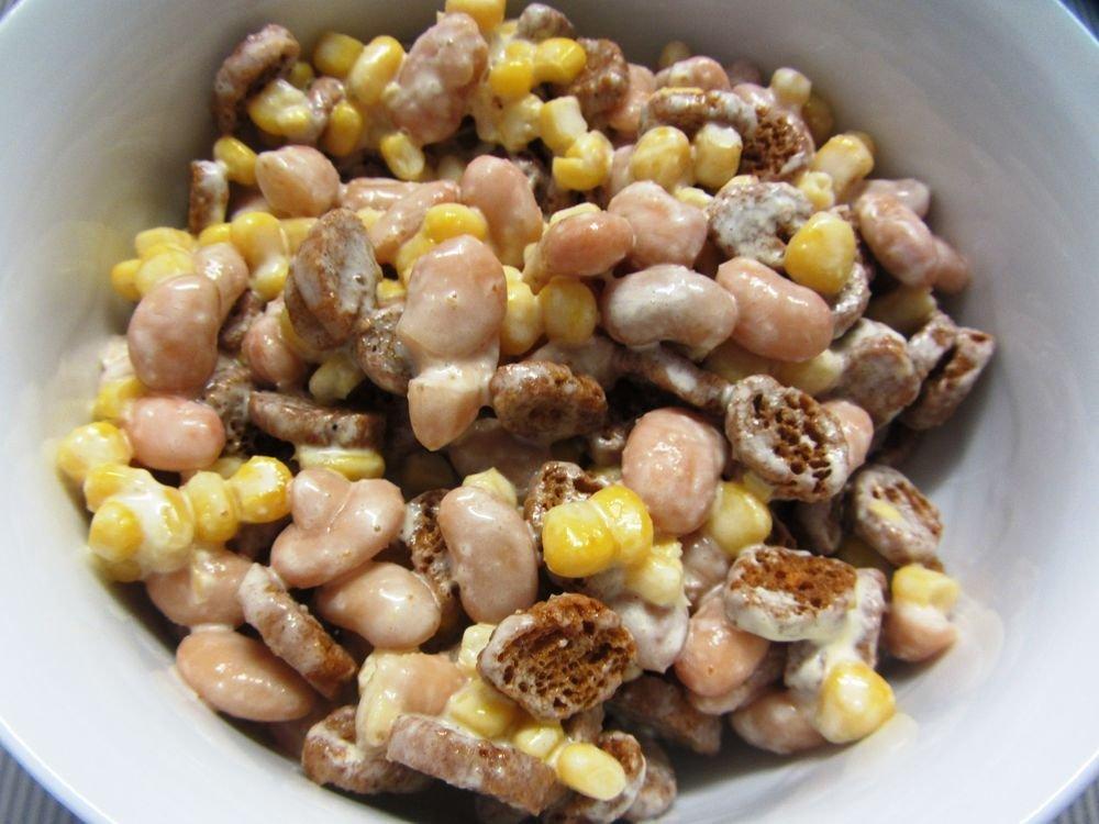 Простой салат с фасолью и кукурузой