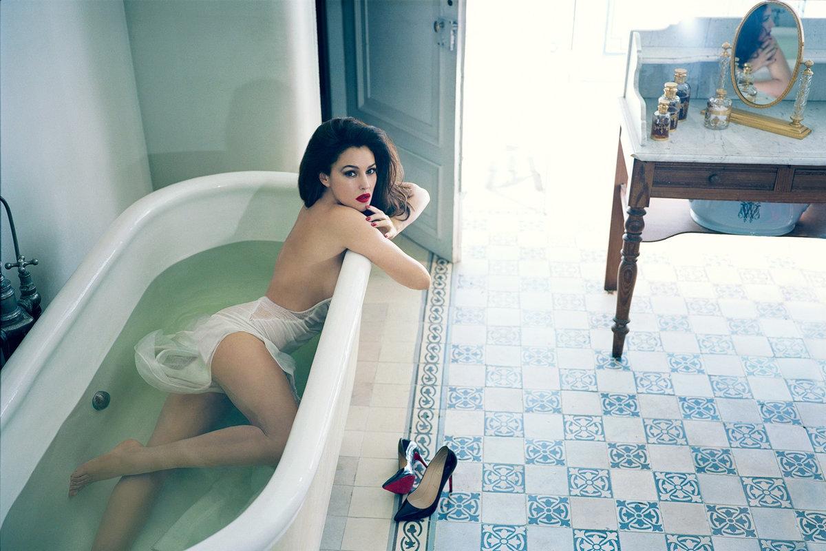супер женщина в ванной - 5