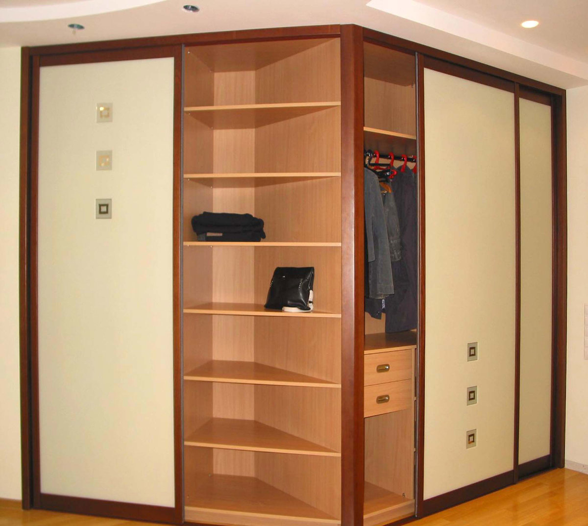 Выбираем шкаф-купе в квартиру- фото и стоимость.