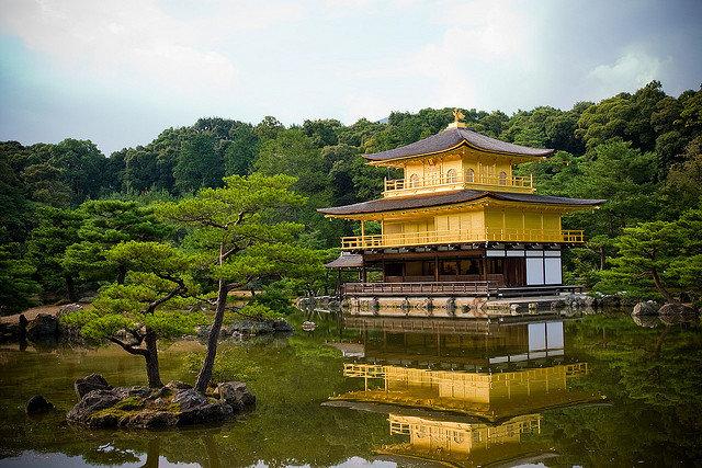 Храм Золотого павильона, Япония.