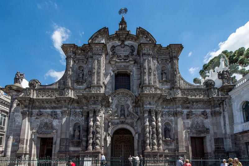 Кито расположен в бассейне реки Гуайльябамба на склонах вулкана Пичинча на высоте 2850 м над уровнем моря. Этот город является второй наиболее высоко…