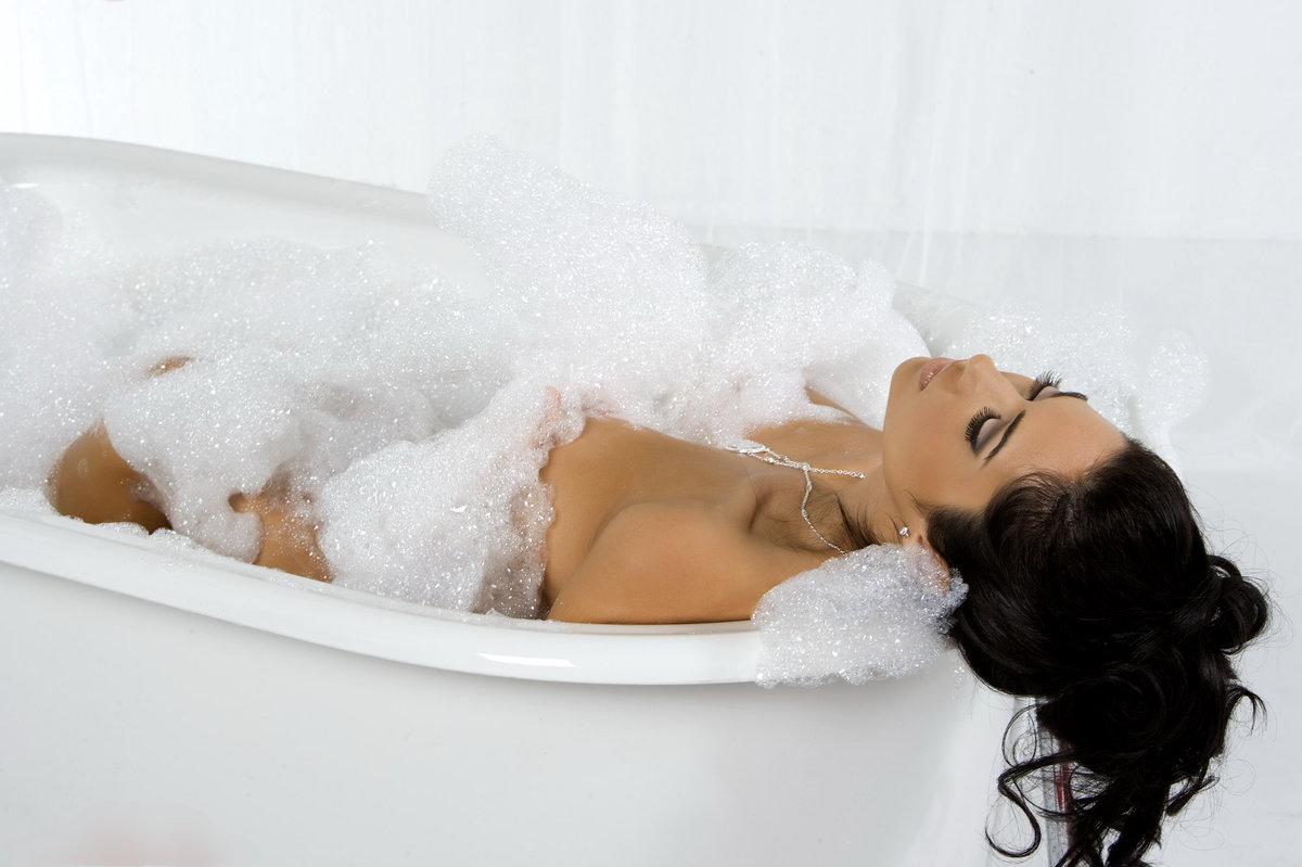 Сексуально писает в ванной, Писает В Ванной (найдено 59 порно видео роликов) 10 фотография