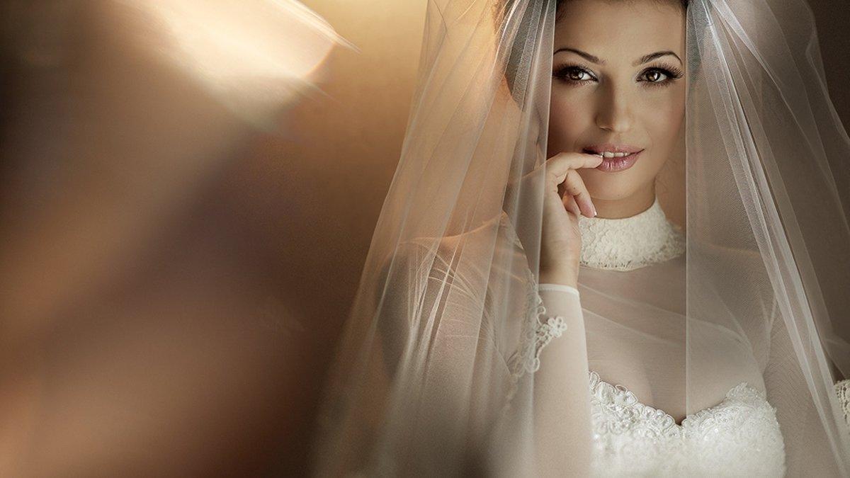 Снимает платье фото невест онлайн сиповок видео мини