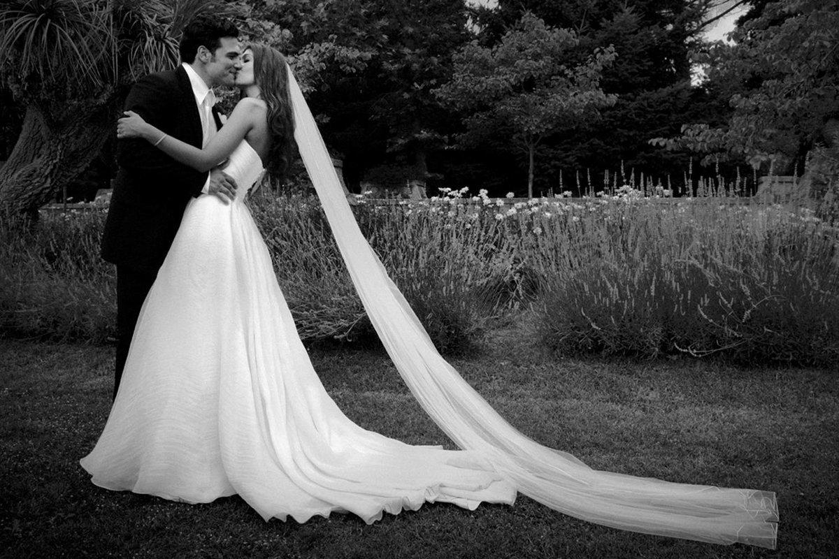 картинка невеста черно белая доделать