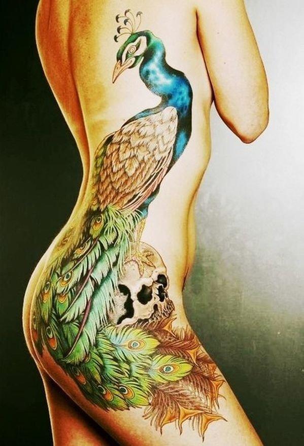 огромная татуировка на теле