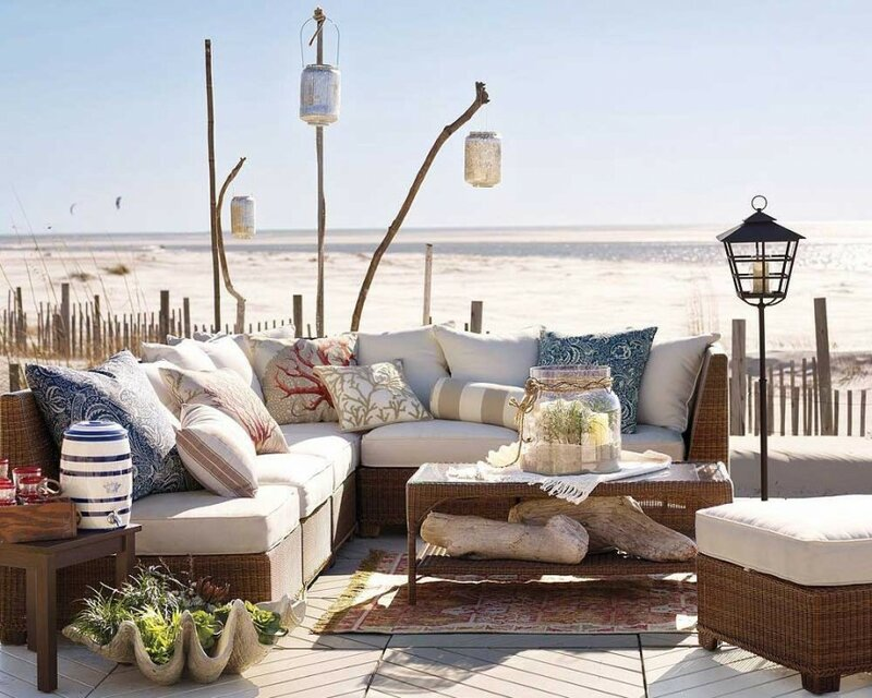 Красивая плетеная мебель для интерьера в стиле кантри.
