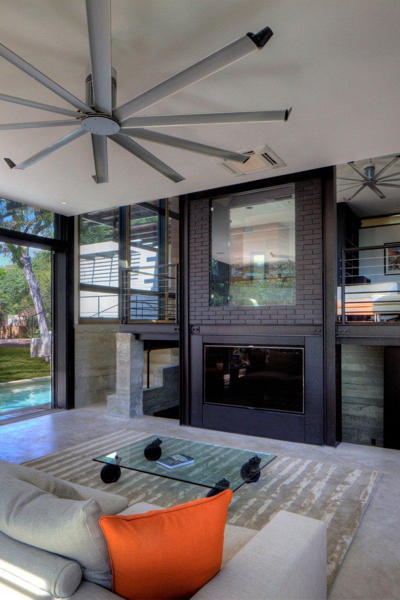 Современные потолочные вентиляторы загородного дома
