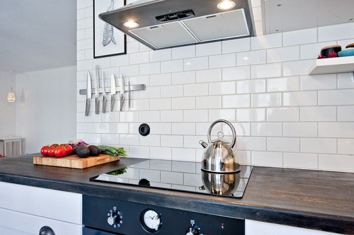 белый кирпичный фартук на кухне в скандинавском стиле карточка