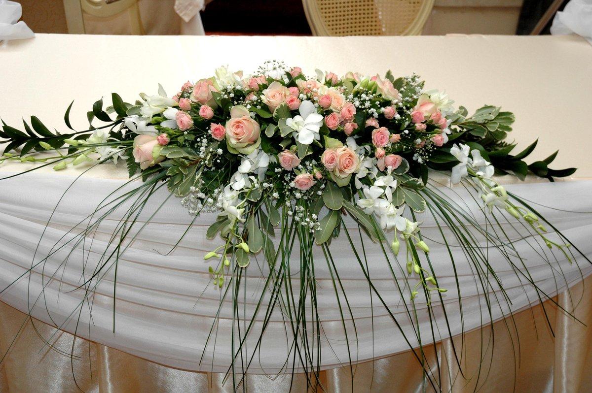 Как сделать букет из искусственных цветов на свадебный стол