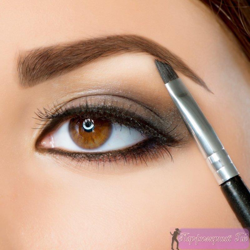 Карие глаза, пожалуй, самые распространенные в мире. Но карие — вовсе не значит, скучные и банальные. Даже без макияжа глубокий и страстный взор темноглазых красавиц способен нанести сердечную травму, а если глаза еще правильно подчеркнуть макияжем…