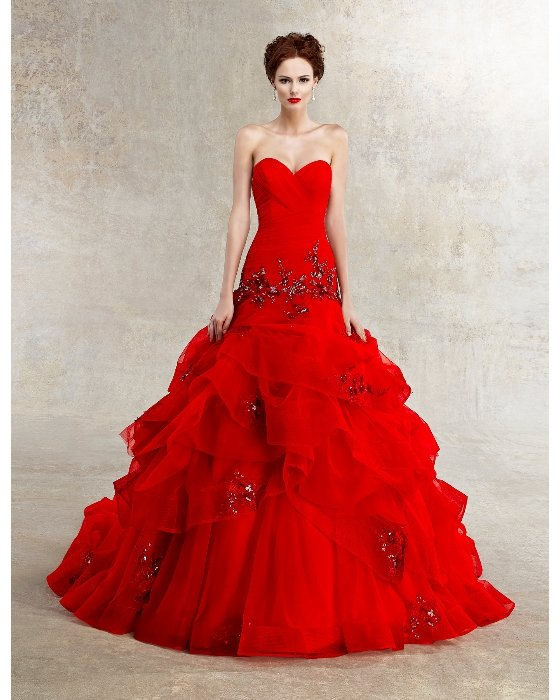 Платье с камнями.