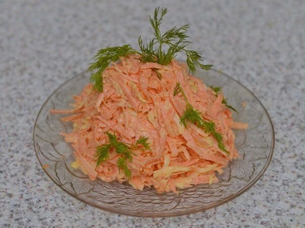 Салат со свежей тертой моркови фото