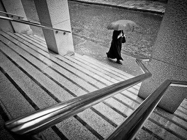 фото тени человека на лестнице