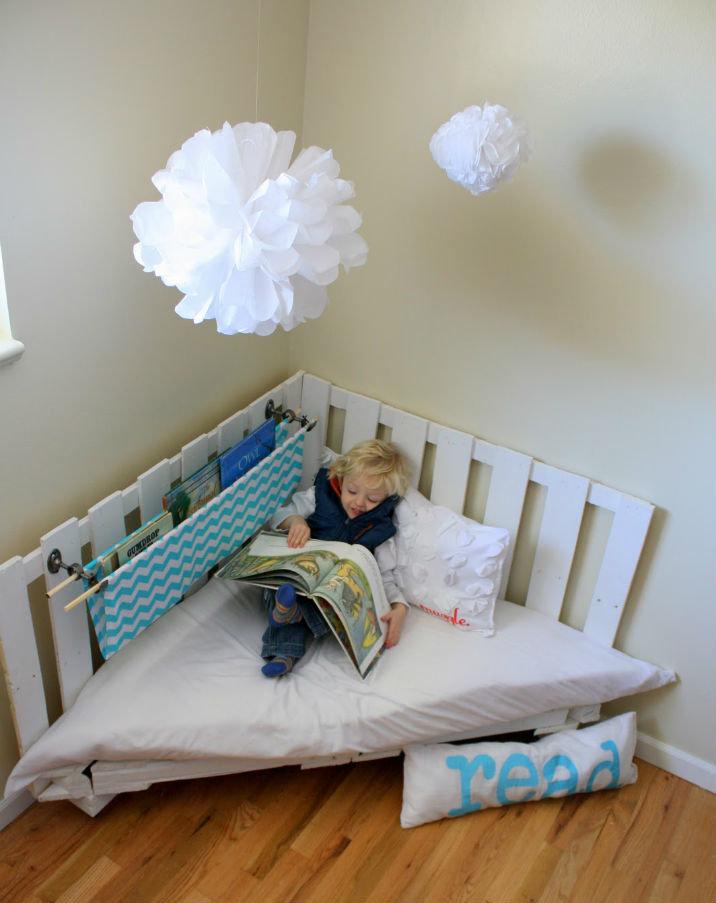 мебель из поддонов очень оригинальнаяи необычная сделать кровать из