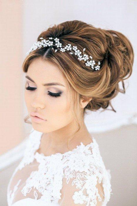 Варианты свадебных причёсок на средние волосы