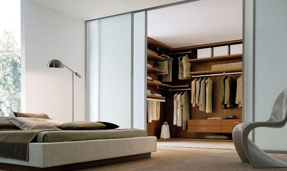 """Гардеробная комната с раздвижными дверями в спальне"""" - карто."""