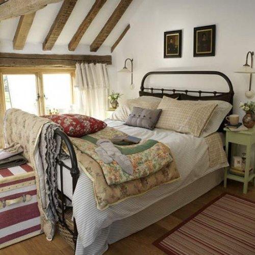 Прованс в интерьере спальни огромная кровать