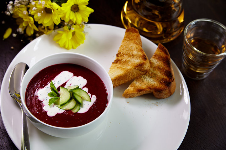 Холодный крем-суп из свеклы