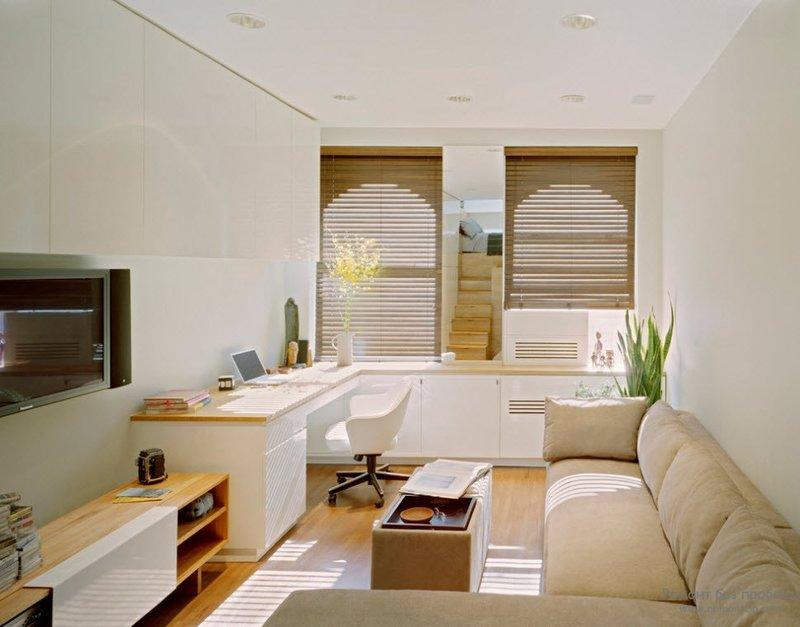 Обычный стандартный набор любого кабинета состоит из стола, рабочего кресла,  дивана и книжного шкафа. Если позволяет площадь, можно дополнительно установить пару кресел и небольшой журнальный столик, за которым можно побеседовать с друзьями.
