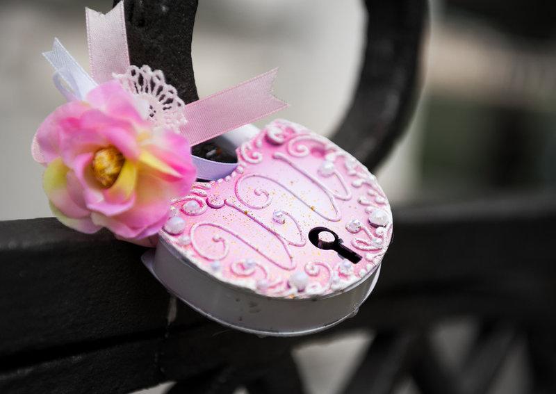 Розовый с белым замок