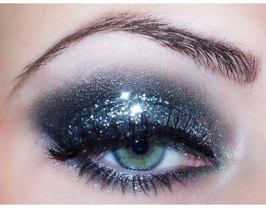 Макияж с блестками для глаз