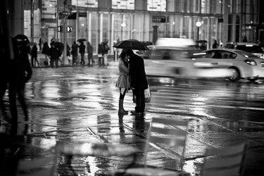 уличная фотография в дождь