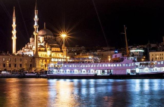 Новогодние круизы по Босфору в Стамбуле