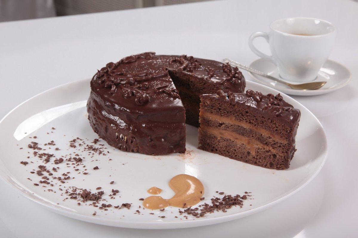 Попробуйте, печется он очень легко, и кто любит сладенькое, шоколадненькое, он будет прекрасным десертом, как на праздник, так и на простом семейном чаепитии в выходной день.