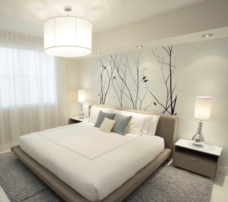 вносим пространство в интерьер маленькой спальни и наполняем ее всем