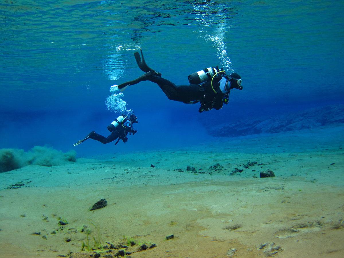 картинка аквалангист в море