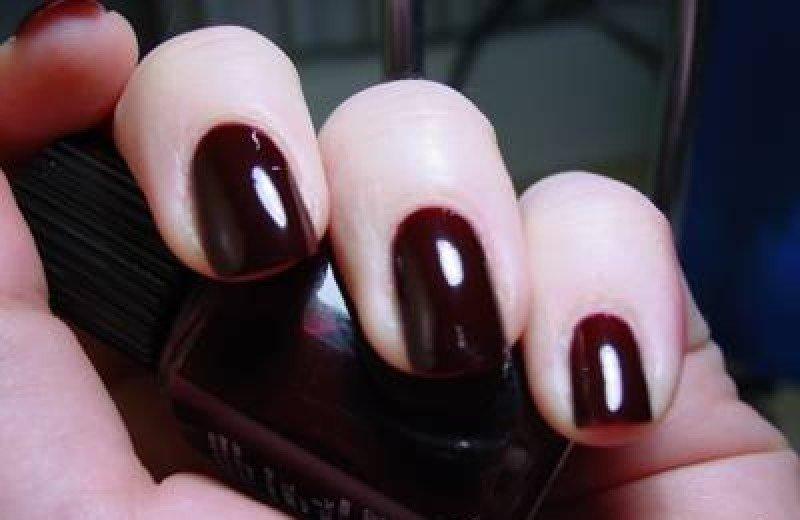 фото темный гель лак на ногтях