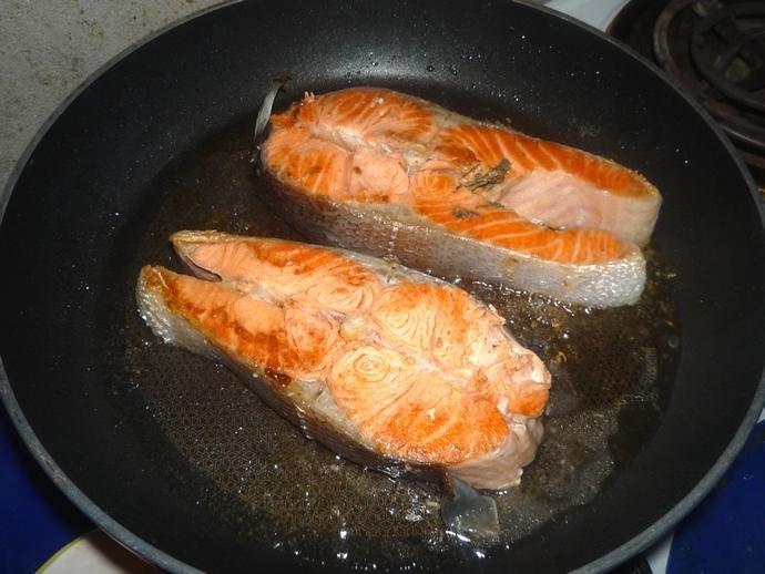 стейк из семги на сковороде сколько жарить