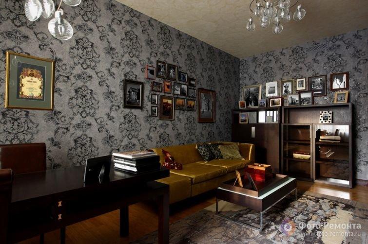 Домашний кабинет в выдержанных темных тонах