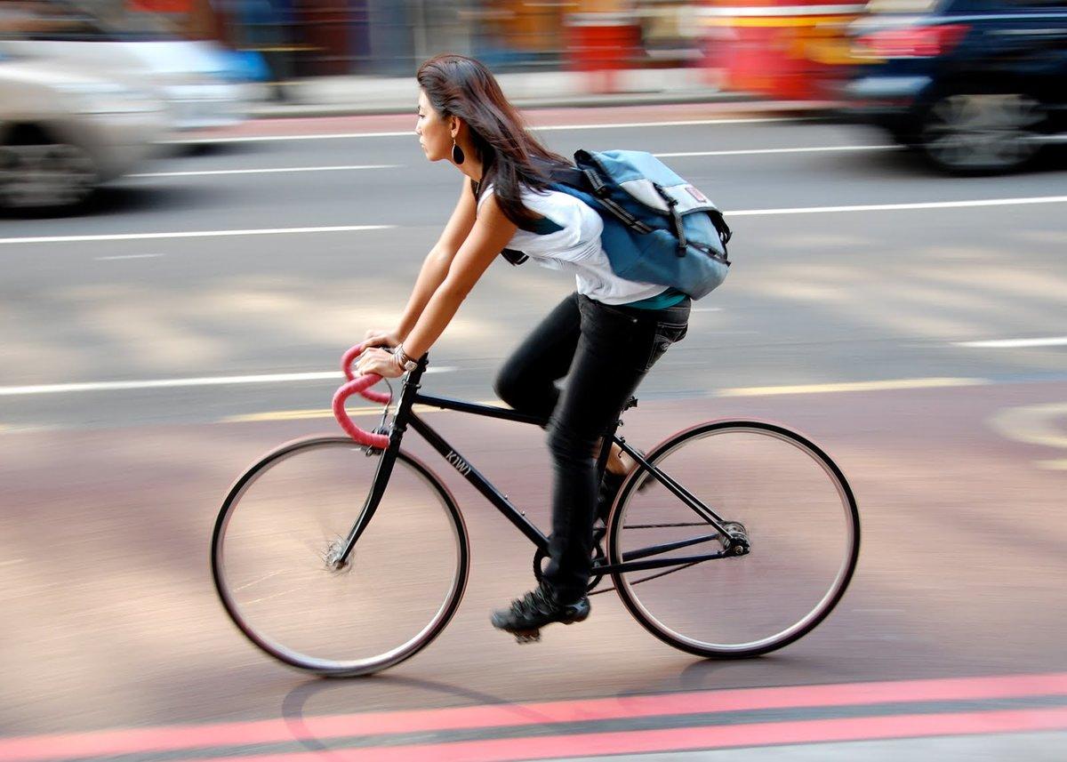 Ехать на велосипеде, по соннику медеи, значит, иметь неустойчивое положение в обществе и длительное время прилагать незаурядные способности, чтобы заслужить доверие.