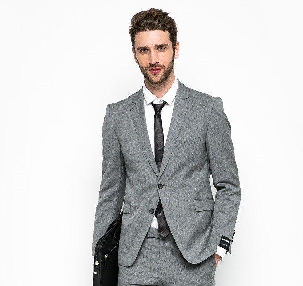 Серый офисный костюм