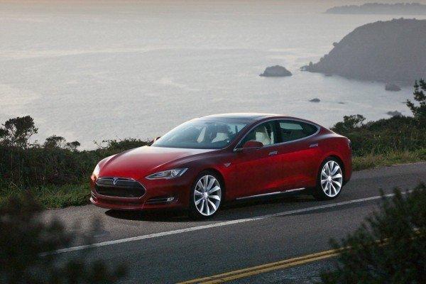 Современный электромобиль Тесла