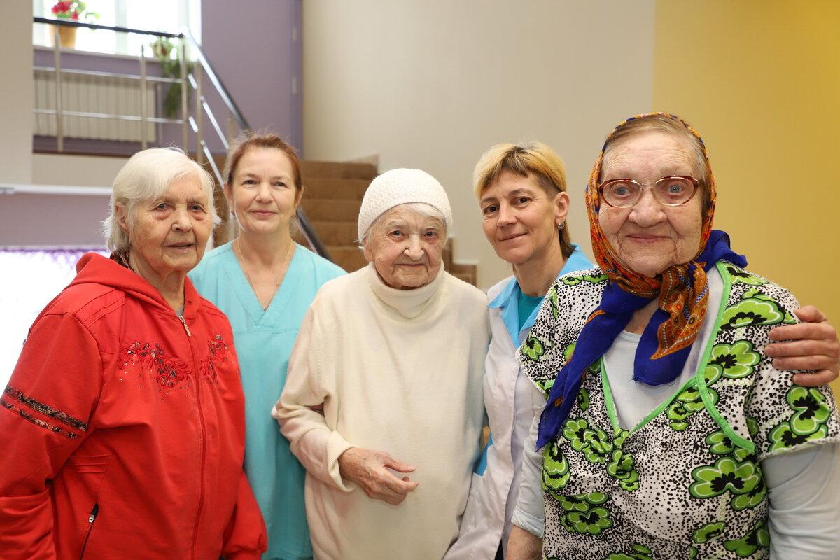картинки пансионат для престарелых руках