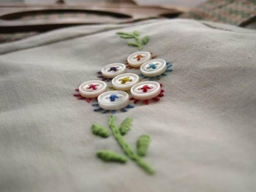 рисунки пуговицами на ткани называлось