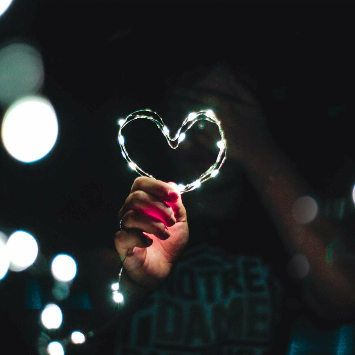 картинка сердце в темноте также учитывает