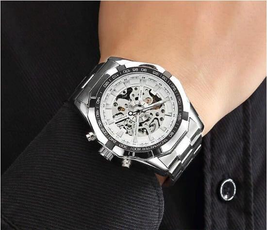 Часы Winner Luxury White вид на руке