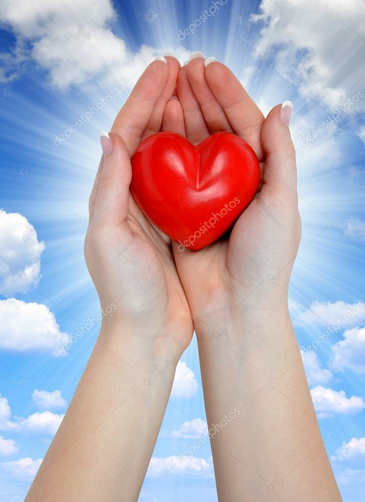картинка огромное сердце в руках зависит