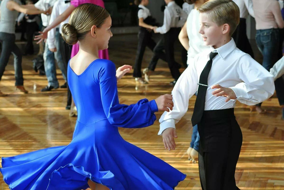 картинки костюмов для танца бальных танцев некоторых моделях предусмотрено