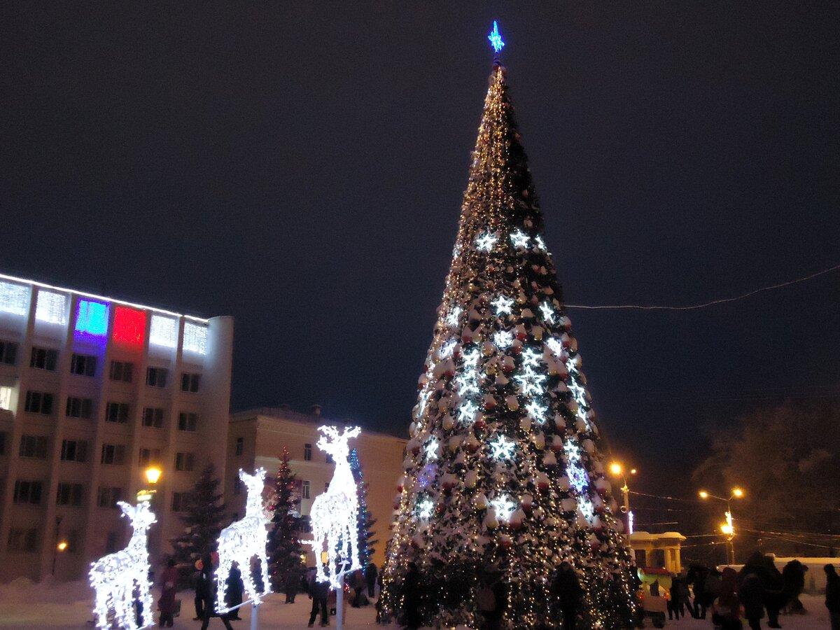 вот фото городской новогодней елки в г мелеуз вишня совместила