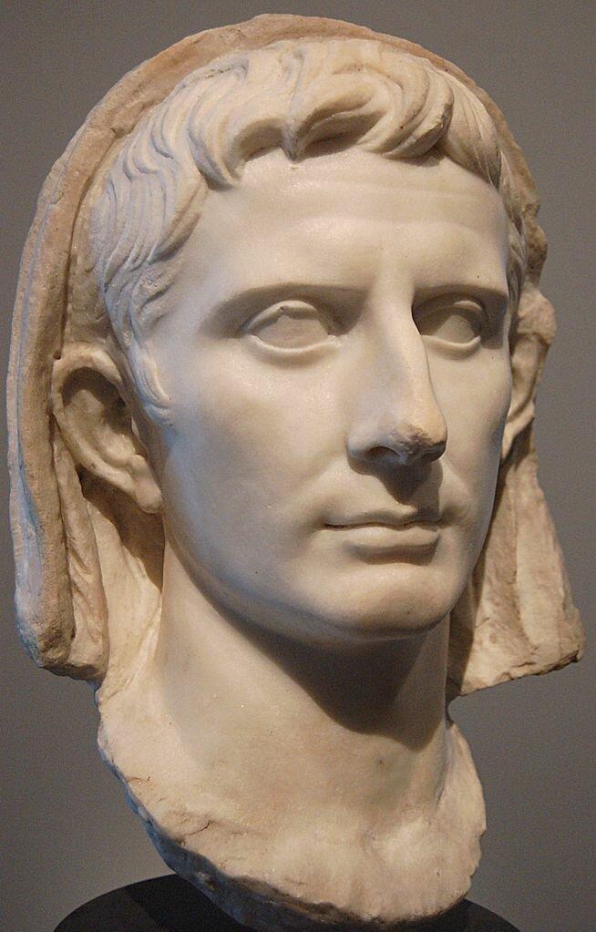 16 января 27 г. до н.э. Октавиан получил титул Августа